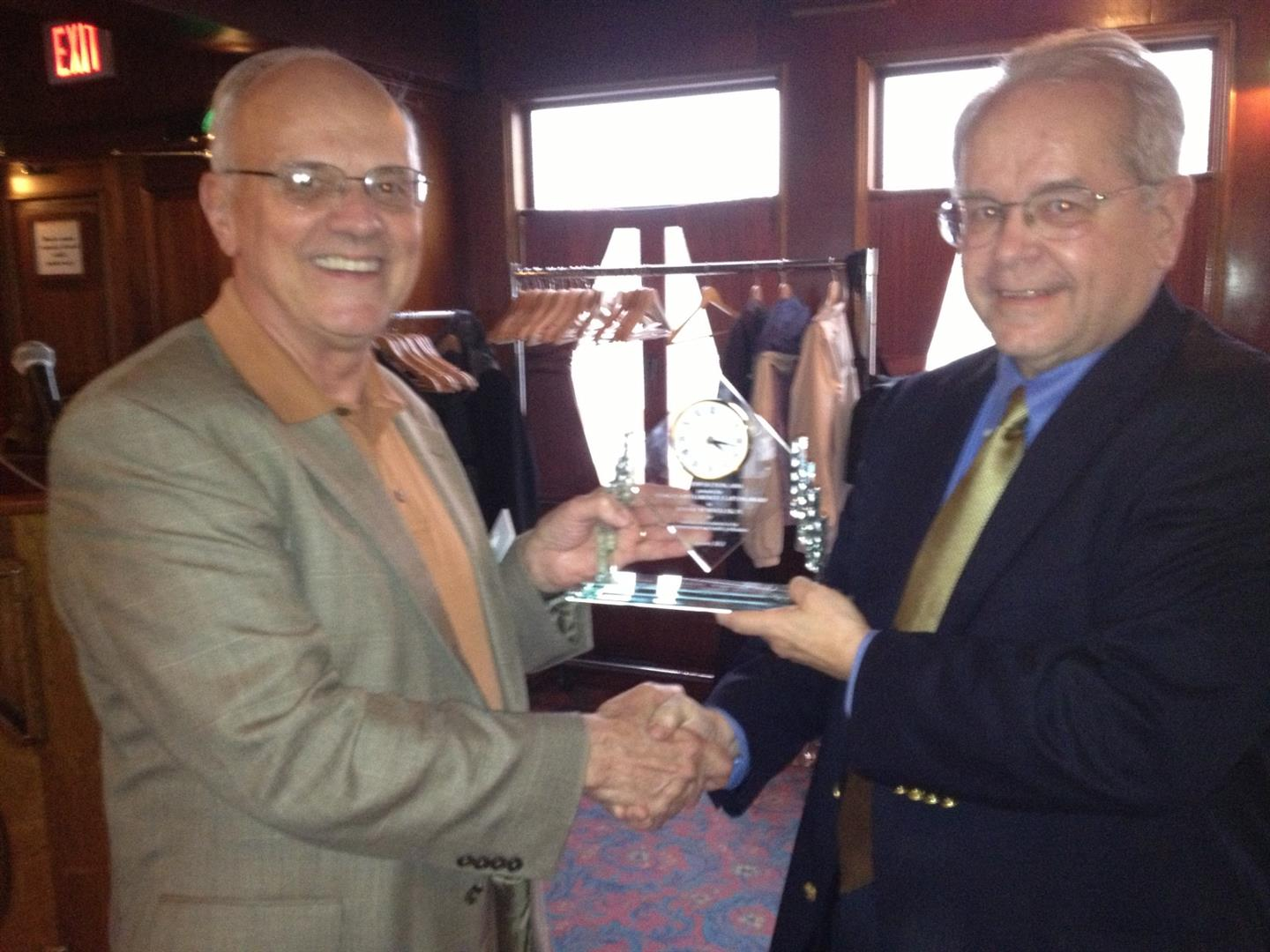 Bob Glenn presents Clayton Award to Bob Wheeler